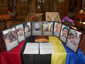 За загиблих у липні Захисників України помолилися у Чернігові