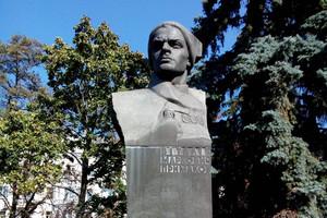 """Декомунізований чернігівський пам'ятник здали в оренду """"Парку радянського періоду"""""""