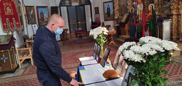 У Чернігові помолилися за загиблих у березні Захисників України