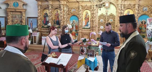 За двох загиблих у червні Захисників України помолилися у Чернігові