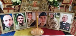 У Чернігові помолилися за шістьох загиблих у травні Захисників України