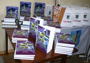 У бібліотеці Короленка відбулася презентація книги Михайла Марченка «Зірки спорту Приудайського краю»